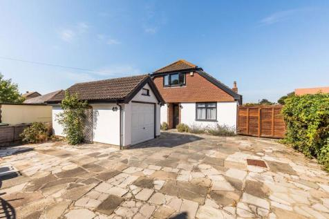 St. Andrews Road, Hayling Island. 4 bedroom detached house for sale