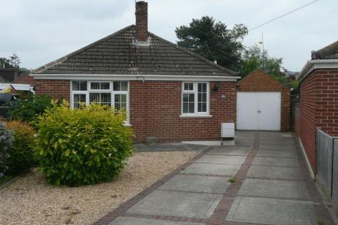 Oakwood Road, Hayling Island. 2 bedroom detached bungalow