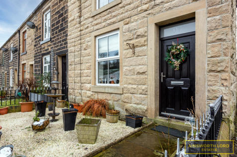 Chatterton Road, Ramsbottom, Bury. 3 bedroom cottage for sale