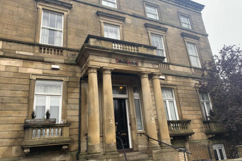 Town House , 14 Albion Street. 1 bedroom flat share