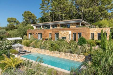 Provence-Alps-Cote d`Azur, Alpes-Maritimes, Mougins. 5 bedroom villa for sale