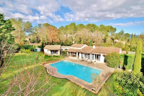 Provence-Alps-Cote d`Azur, Alpes-Maritimes, Valbonne. 4 bedroom villa for sale