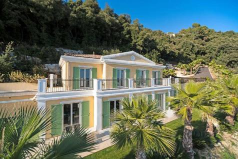Provence-Alps-Cote d`Azur, Alpes-Maritimes, Grasse. 5 bedroom villa for sale