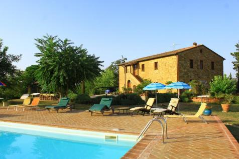 Umbria, Perugia, Citta della Pieve. 8 bedroom farm house for sale
