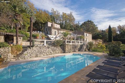 Provence-Alps-Cote d`Azur, Var, St-Paul-en-Forêt. 4 bedroom manor house for sale