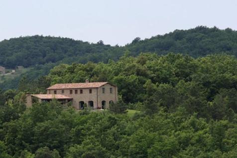 Tuscany, Siena, Siena. 4 bedroom farm house for sale