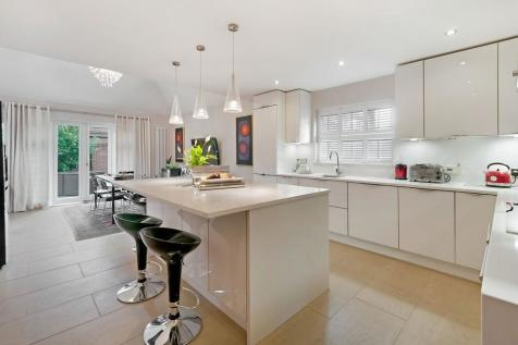 Walking Distance To Primary Schools, Kings Hill Village. 6 bedroom detached house