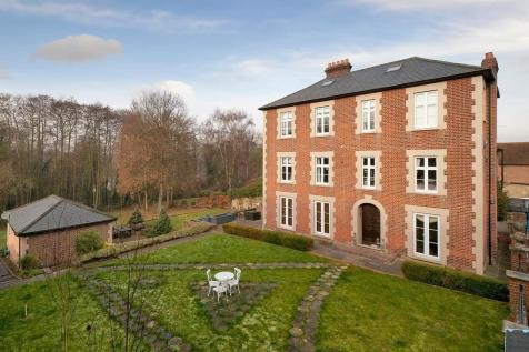 Prestigious Seven Bedroom Residence, Larkfield. 7 bedroom detached house