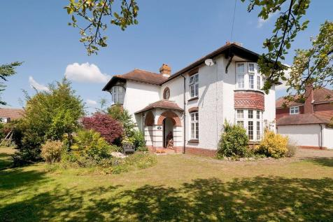Located Within The Roseacre & Thurnham Schools Catchment Area, Bearsted Village. 5 bedroom detached house