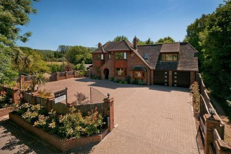 Fabulous semi-rural village location near to East Malling station. 4 bedroom detached house