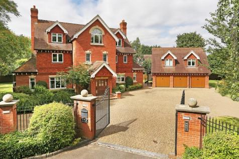 West Malling - Prestigious Property In Private Location. 6 bedroom detached house