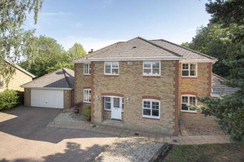 Highly Sought After Location, Penenden Heath. 5 bedroom detached house