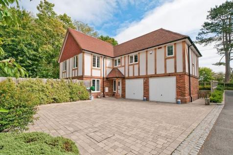Potential To Convert Garage, Bearsted. 5 bedroom detached house