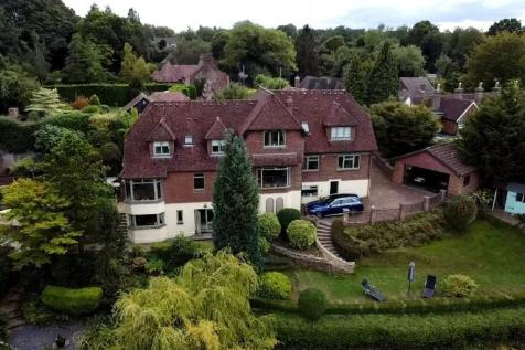 With Integral Annexe, East Farleigh. 5 bedroom detached house