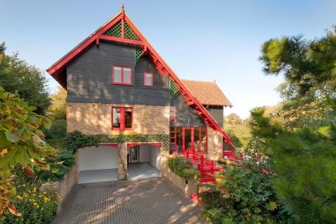 Waterfront Residence - Lower Halstow. 5 bedroom detached house