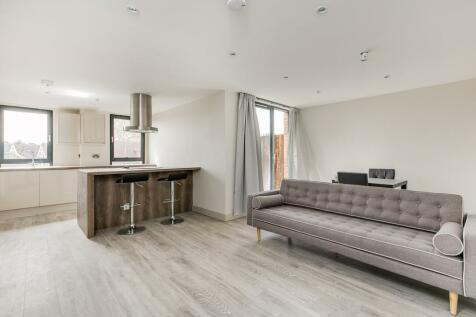 Amesbury Avenue, Streatham Hill, London, SW2. 3 bedroom flat