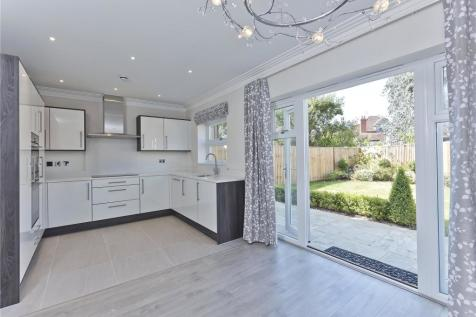 Portsmouth Road, Thames Ditton, Surrey, KT7. 4 bedroom detached house