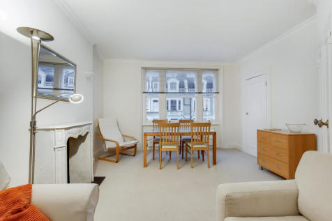Coleherne Road, Earls Court SW10. 2 bedroom flat