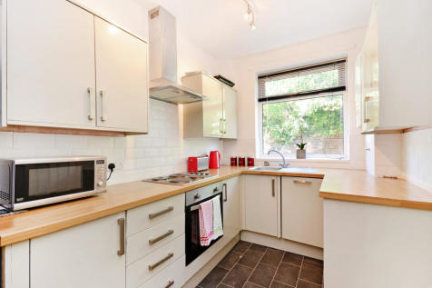 61 Clough Road - VIRTUAL VIEWING AVAILABLE. 5 bedroom house share