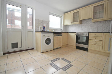 Rowan Close, W5. 3 bedroom town house