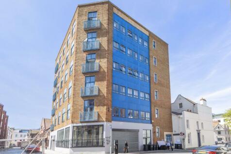 Queen Charlotte Street, City Centre. 5 bedroom flat