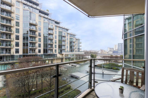 Kingfisher House, Battersea Reach. 2 bedroom apartment
