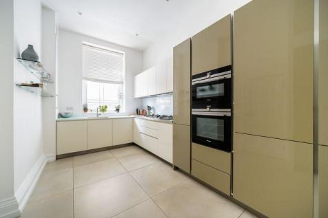 Sandwell Mansions, West End Lane, West Hampstead, London, NW6. 3 bedroom flat