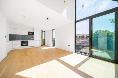 Finchley Road, Hampstead, London, NW3. 3 bedroom flat