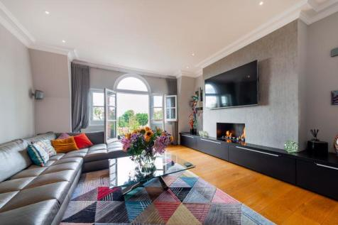 Burgess Park Mansions, Fortune Green Road, West Hampstead, NW6. 3 bedroom flat