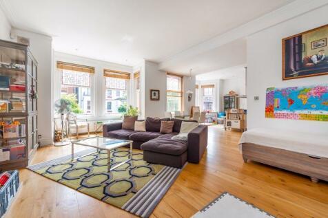 Greencroft Gardens, South Hampstead, London, NW6. 2 bedroom flat