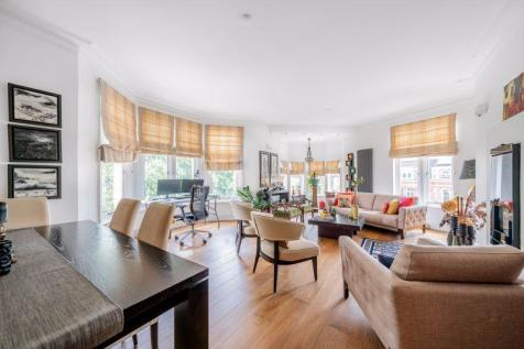 Albermarle Mansions, Heath Drive, Hampstead NW3. 4 bedroom flat for sale