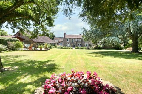 Whitewell Road, Frome, Somerset, BA11. 6 bedroom detached house