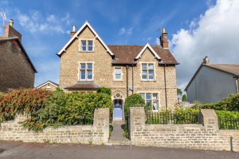 Weymouth Road, Frome, Somerset, BA11. 4 bedroom detached house