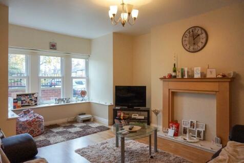 Broomfield Crescent, Leeds, West Yorkshire, LS6. 2 bedroom apartment