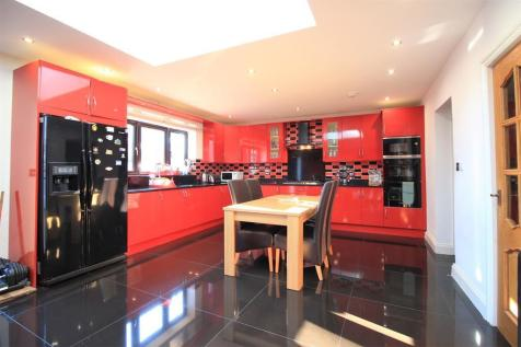 Cranford Lane, Heston, TW5. 6 bedroom detached house