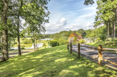 Guildford Road, Slinfold. 6 bedroom equestrian facility for sale
