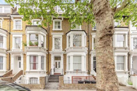 Hammersmith Grove, Hammersmith. Studio flat