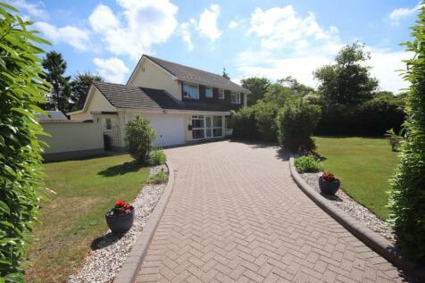 Braeside Road, Ringwood. 4 bedroom detached house