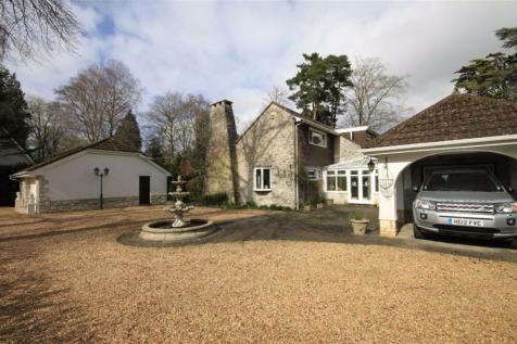 Wimborne Road East, Ferndown, Dorset. 3 bedroom detached house
