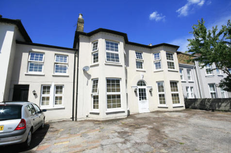 Norfolk Road, Ilford, IG3. 4 bedroom terraced house