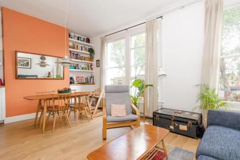 Tottenham Lane, Crouch End, London, N8. 2 bedroom flat for sale