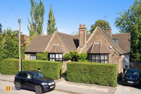 Wellgarth Road, Hampstead Garden Suburb,NW11. 4 bedroom detached house for sale