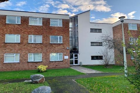Hamilton Court, Taunton, Somerset, TA1. Studio flat