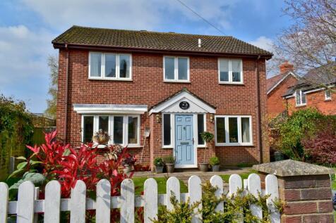 Eastern Road, Lymington, SO41. 4 bedroom detached house