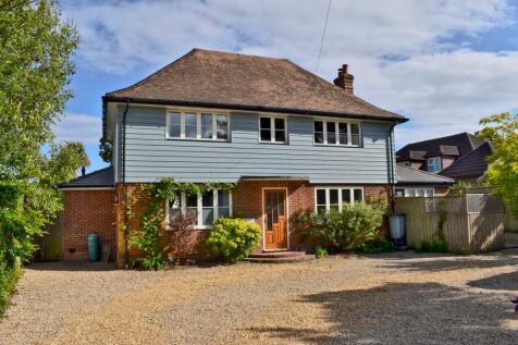 Milford Road, Lymington, SO41. 4 bedroom detached house