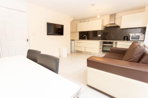 New Place Square, London, Greater London, SE16. 4 bedroom terraced house