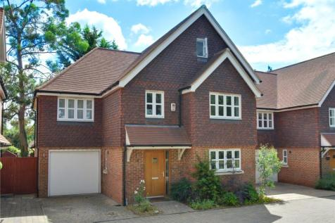 Blackbrook Lane, Bromley, BR1. 5 bedroom detached house