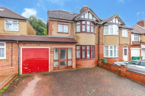 Swiss Avenue, Watford. 4 bedroom semi-detached house for sale