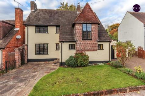 Dellfield Close, Nascot Wood. 3 bedroom detached house for sale