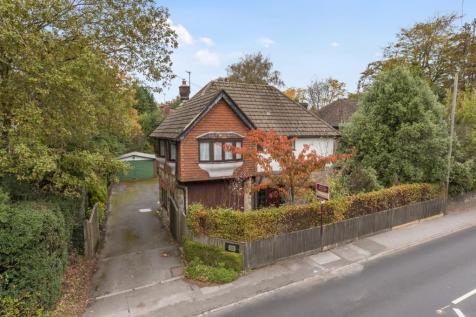 Beacon Road, Crowborough, East Sussex, TN6. 4 bedroom detached house for sale